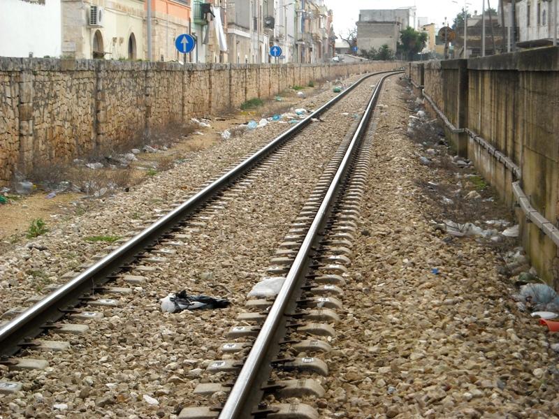 rifiuti sulla ferrovia